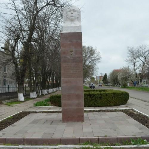 Ейск памятник роману фото