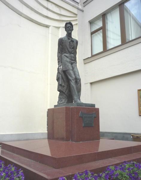 Памятник из цветного гранита Чеховская Прямоугольный вертикальный памятник Майский