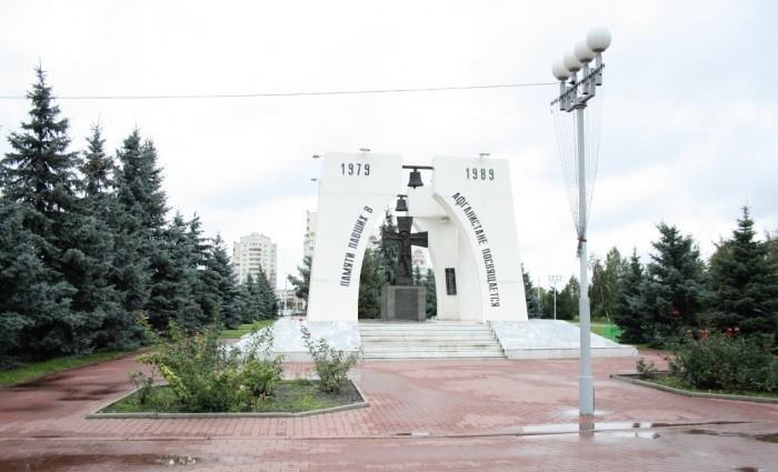 Мемориальный комплекс с крестом Кемь Мемориальный комплекс из двух видов гранитов Пролетарск