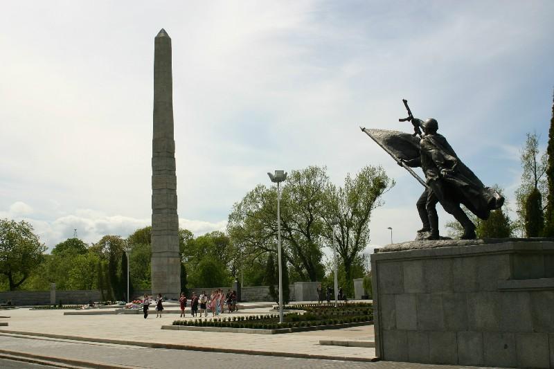 Памятник на могилку Каргополь Шар. Дымовский гранит Марьино