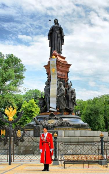 Памятник императрице екатерине 2 город краснодар цена на памятники могилев хофитол